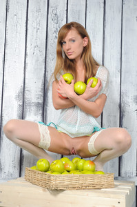 Gisele A - Apples (x164)