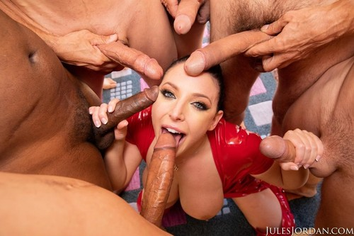 Swarmed By 13 Guys Does Her Biggest Blowbang Ever [SD]
