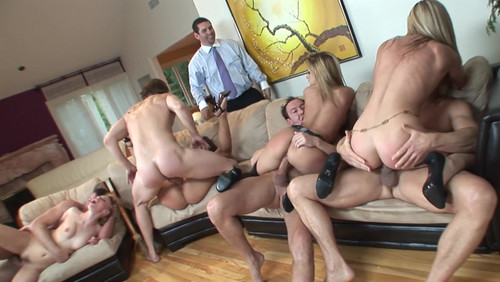 Holly Wellin And Phoenix Marie  Phoenix Throws One Hell Of A Dinner Party [FullHD]