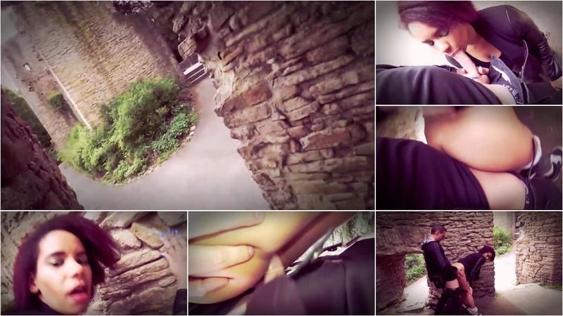 LaraLuana - Sexy Spaziergang an der Burg-Ruine Teil 1 [HD 720P]