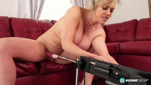 Dee Williams - Plays With Her Christmas Present (HD)