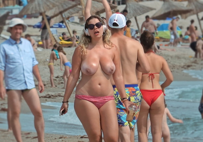 Milf-on-the-Beach-for-Topless-Lovers-37140nmxik.jpg