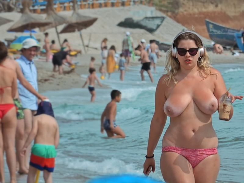 Milf-on-the-Beach-for-Topless-Lovers-c7140np7or.jpg