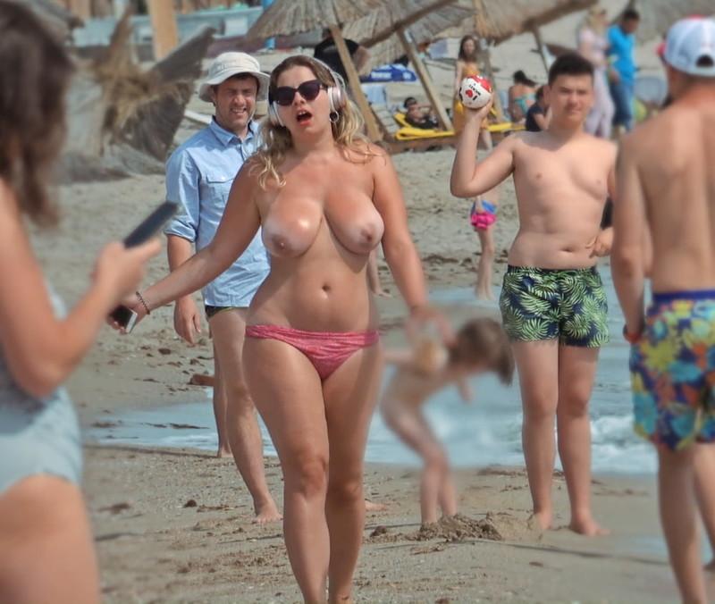 Milf-on-the-Beach-for-Topless-Lovers-27140nnum6.jpg