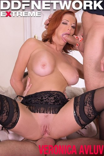 Veronica Avluv - Sexy Milf Dpd By Her Customers (SD)