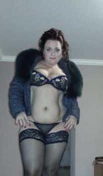 Housewifes-Wears-Stockings-m71qnr4auf.jpg