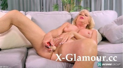 Scarlet Andrews Easy - Access To Grannys Pussy