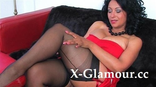 Fat Mommy Shows Her Ass And Pussy [FullHD]