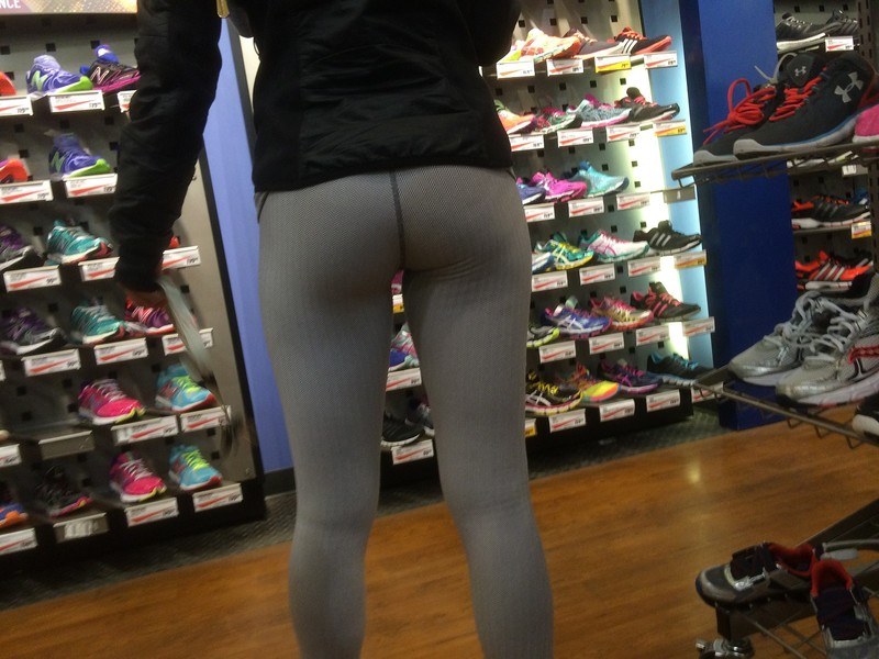 perfect booty in tight workout pants