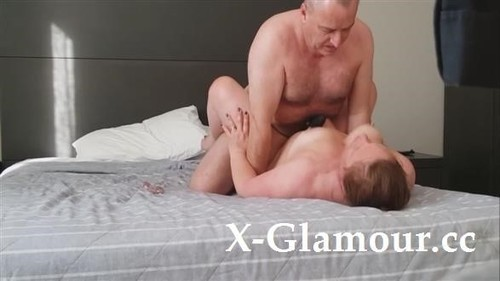 Amateurs - Chubby Mature Couple Fooling Around On The Bed [HD/720p]