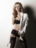 Sarah Michelle Gellar Strips Down for December 07 Maxim!