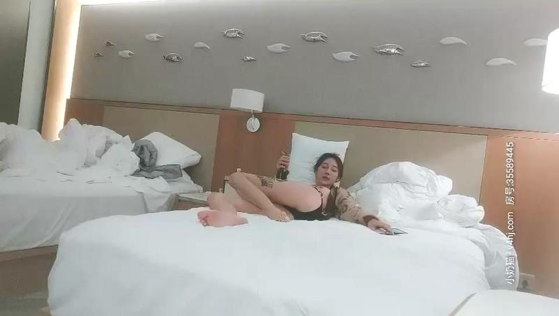 探花郎李寻欢高颜值性感嗲嗲妹子第二炮,穿上情趣装扇子舞张腿口