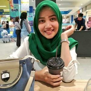 Jilbab Cantik Memek Hitam