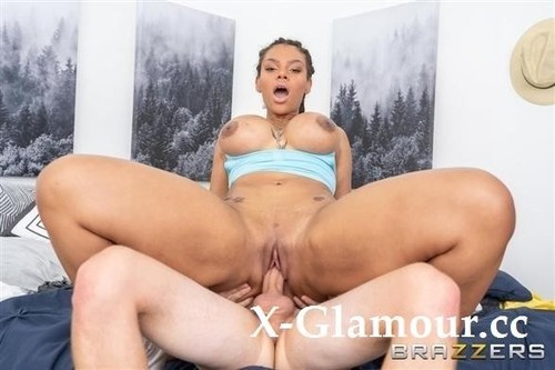 Halle Hayes - Roommates With Fuck Buddy Benefits (HD)
