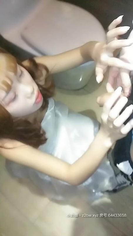 【今夜激战KTV】美乳KTV公主 架在KTV卫生家洗漱台上全裸爆操 无