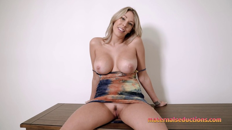 Nikki Brooks - Moving In With My Stepmom - Volume 1 - New House and Body Tour [FullHD 1080P]
