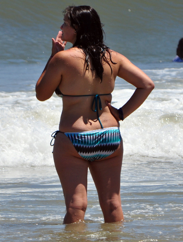 curvy brunette lady in sexy wet bikini