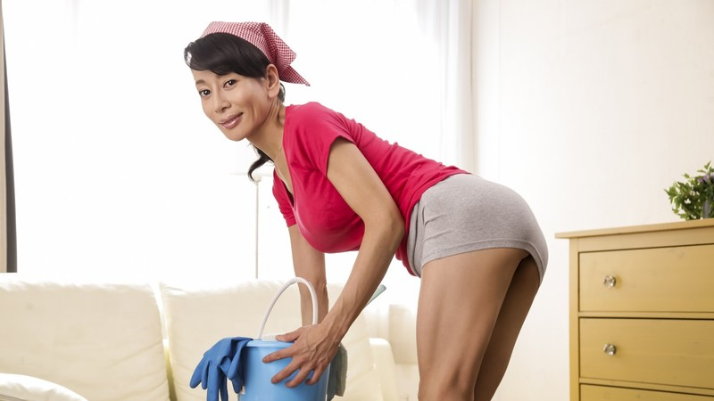 EritoCom - Hot Maid's Big Cleanup
