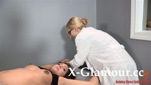 """Amateurs in """"Horny Doctor Playing With A Pregnant Woman"""" [HD]"""