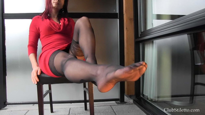 Club Stiletto Femdom - Pantyhose And Pee [FullHD 1080P]