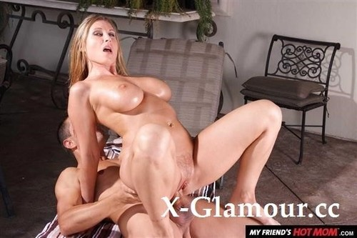 Devon Lee - Blonde Milf Devon Lee Catches Her Sons Friend Peeping On Her So She Gives Him The Fuck Of His Life! (2021/SD)