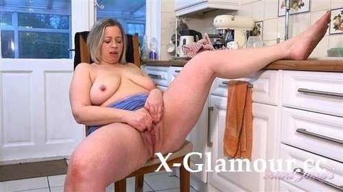 Star Soaps Up And Masturbates In The Kitchen [FullHD]