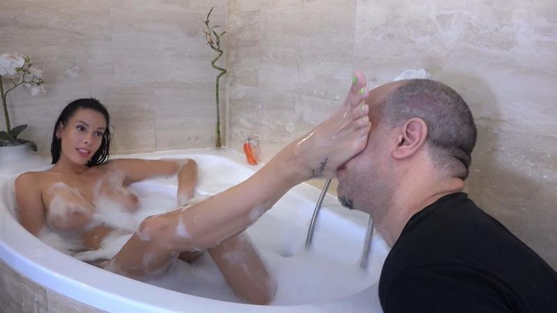 Brat Princess 2 - Rea - Bath Time - Real Life Foot Worship And Servitude [FullHD 1080P]