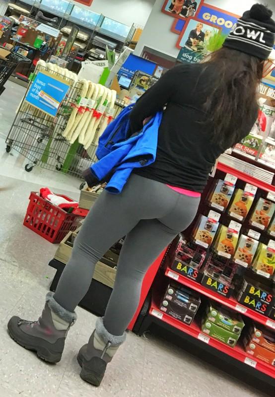 asian booty in tight leggings