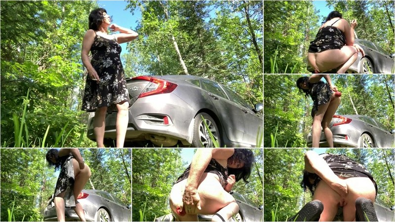 DDG - MILF outdoor fisted her shocking size anal prolapse [FullHD 1080p]