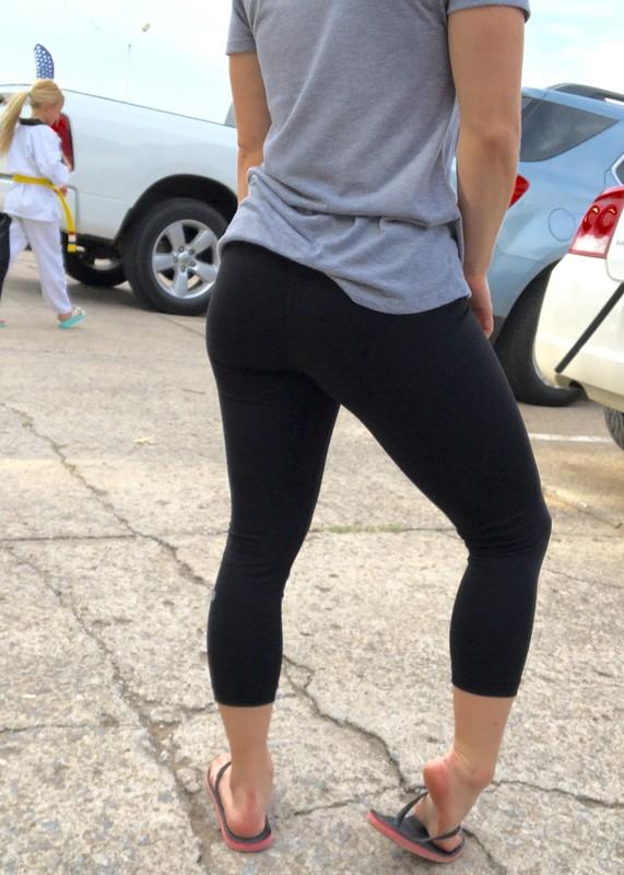 awesome milf legs in sexy black leggings