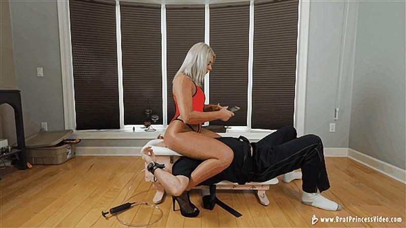 Ava - Smothers her Slave to Sleep [UltraHD/4K 2160P]