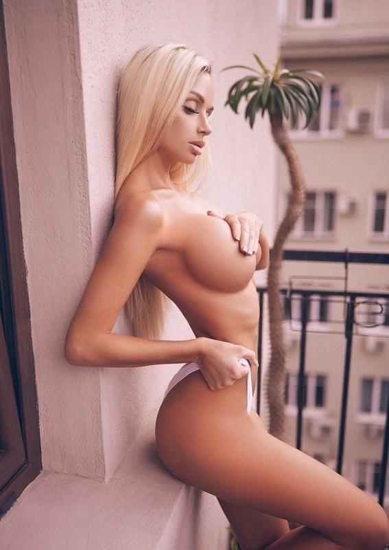 Mayer nude marta Marta