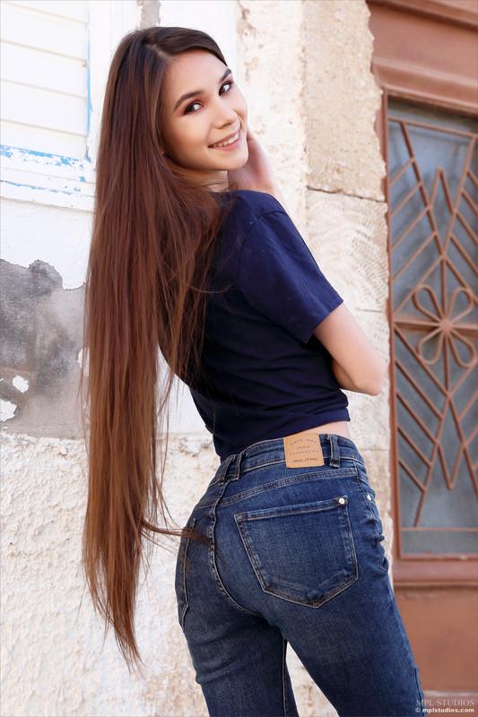 Leona Mia - Postcard From Crete (Jun 20, 2021)