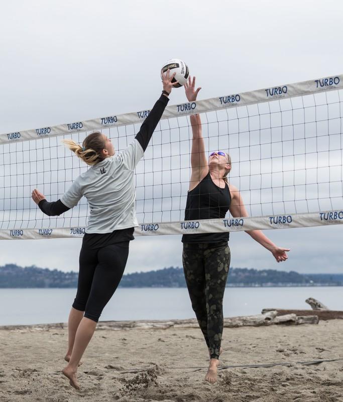 sexy beach volleyball girls in leggings & yogapants
