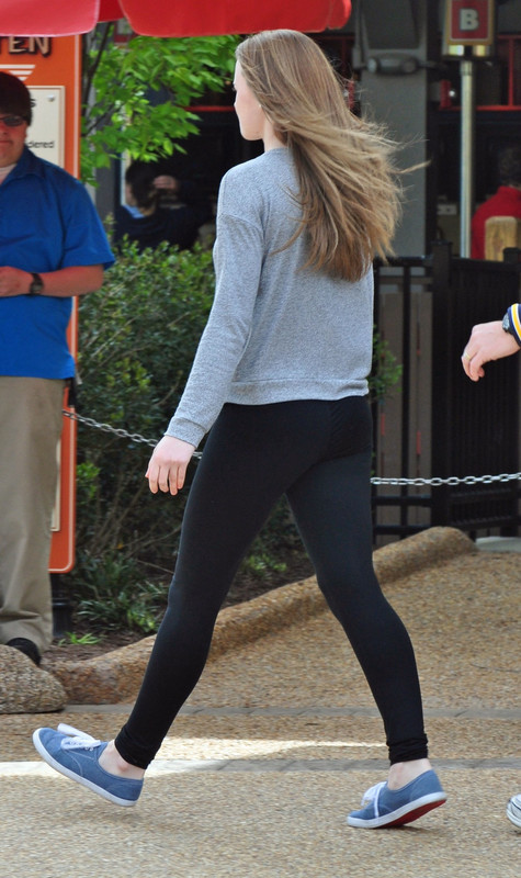 college teen booty in sexy black leggings
