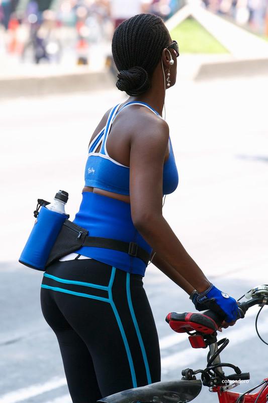 ebony cyclist babe in sexy leggings