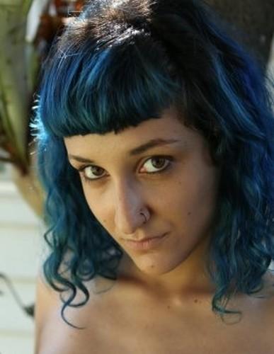 Ersties.com- Haare blau, heie Frau