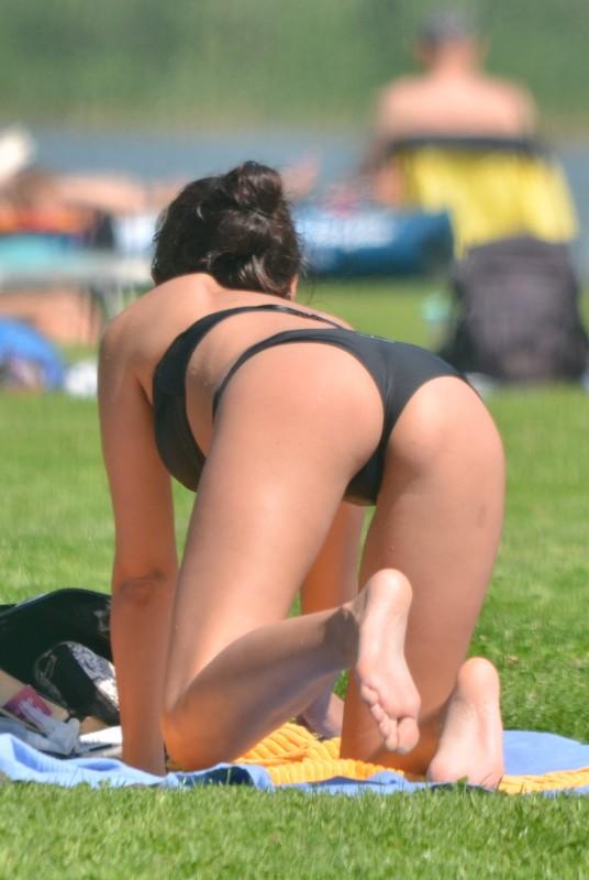 candid city park hottie in bikini & denim hotpants