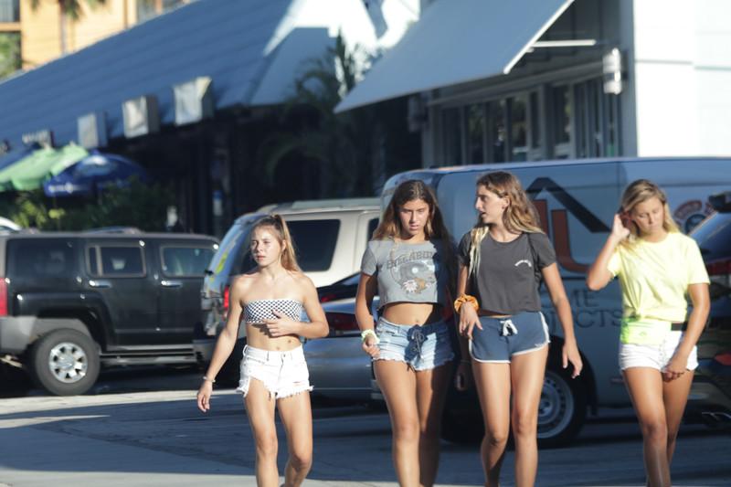 spring break girls in lovely bikinis