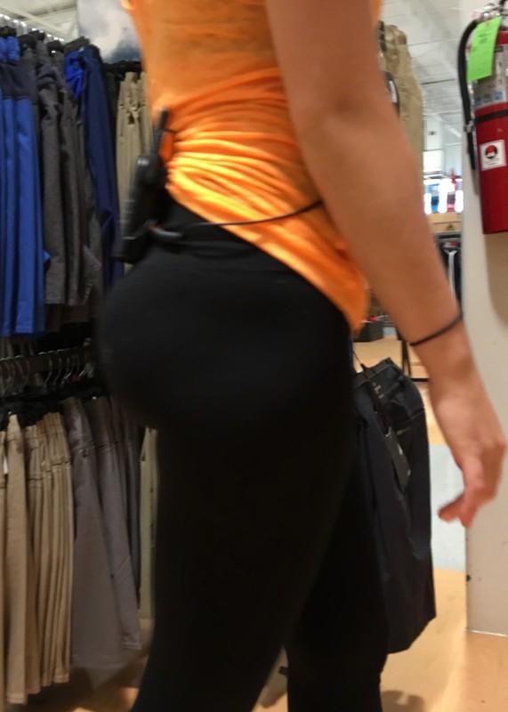 supermarket hottie in sexy leggings