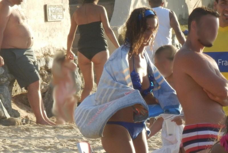 beautiful brunette lady in blue bikini & cameltoe bonus