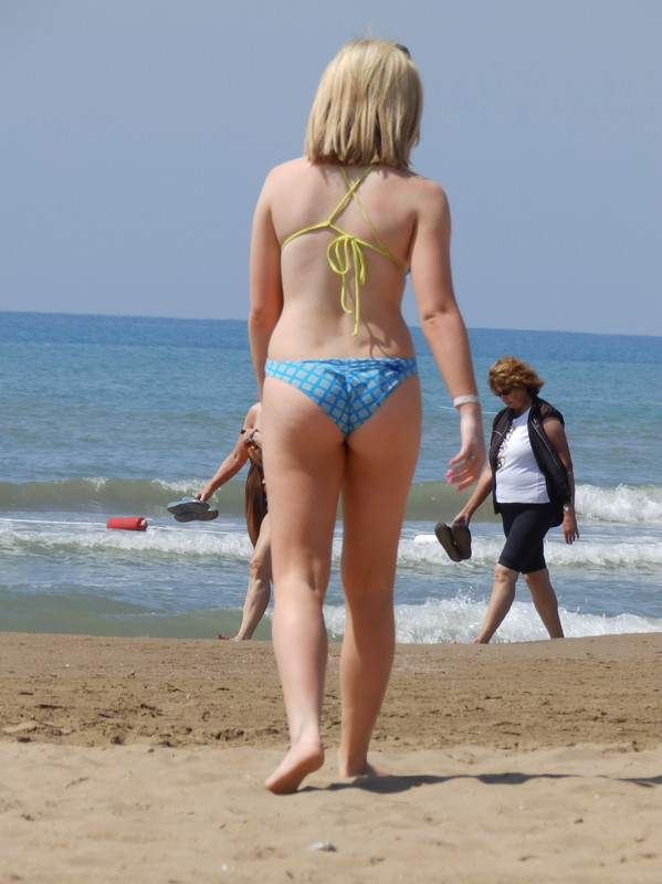 34 awesome photos with blonde teen girl in wet swimsuit