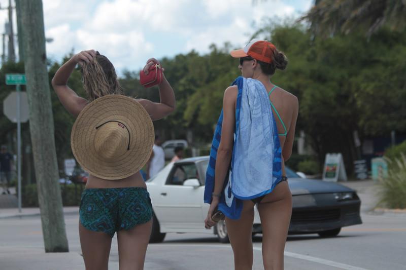 spring break girls in bikinis & swimwear