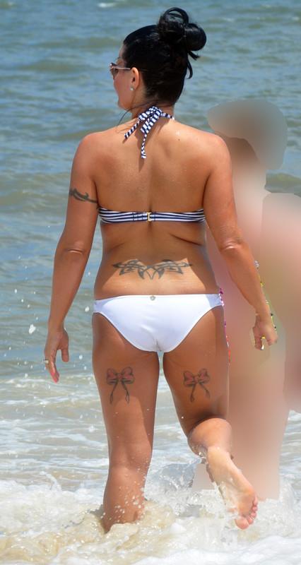 inked milf in sexy bikini
