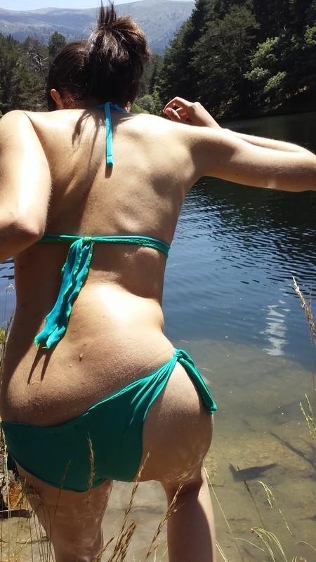 candid booty in green bikini