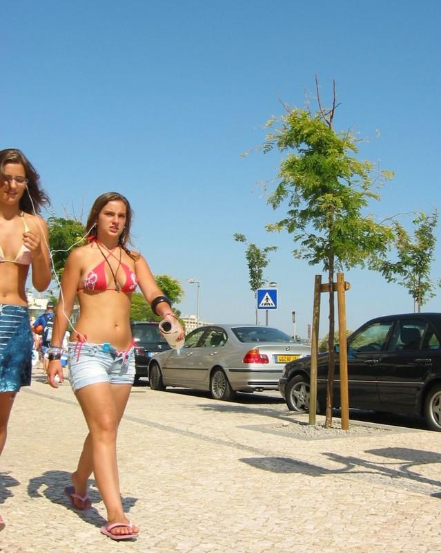 2 teenies in bikinis & shorts