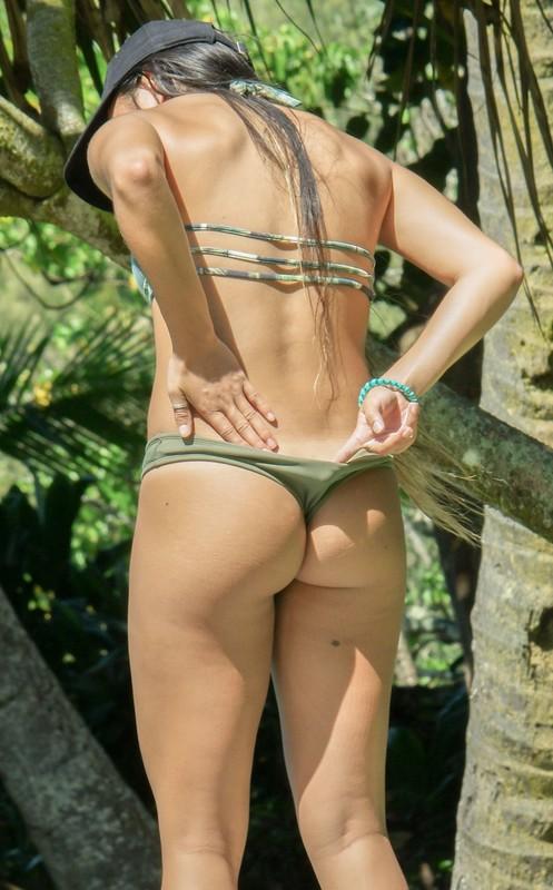 fantastic booty in green bikini