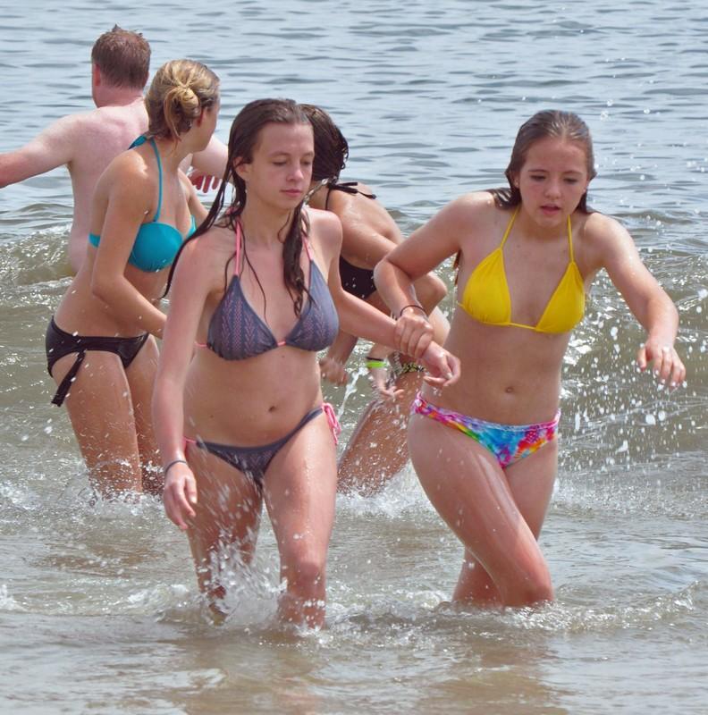 busy bikini babes