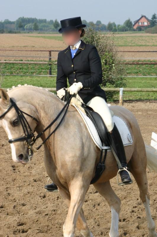 horse riding girls in lovely jodhpurs