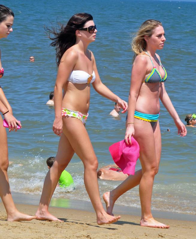 3 hot girls walking down the beach